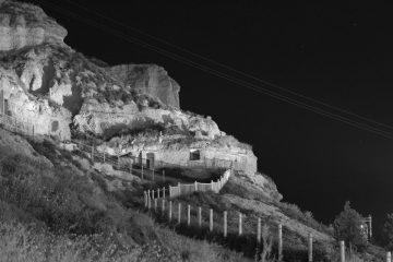 Cuevas-Iluminadas-Gris